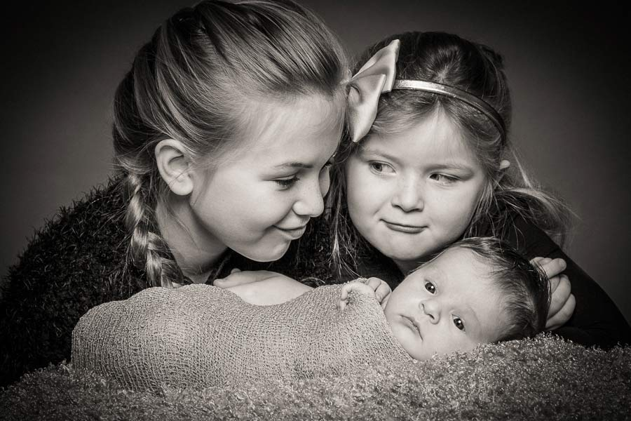 newborn-sibling-photography